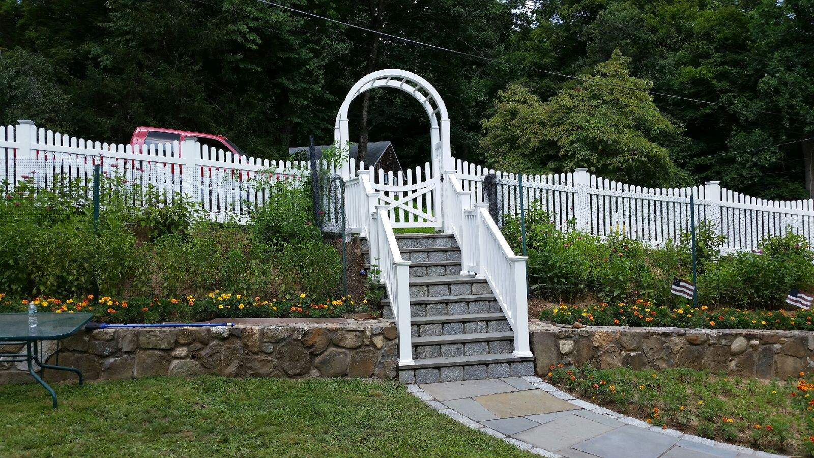 contemporary picket scalloped with a arbor and t rail